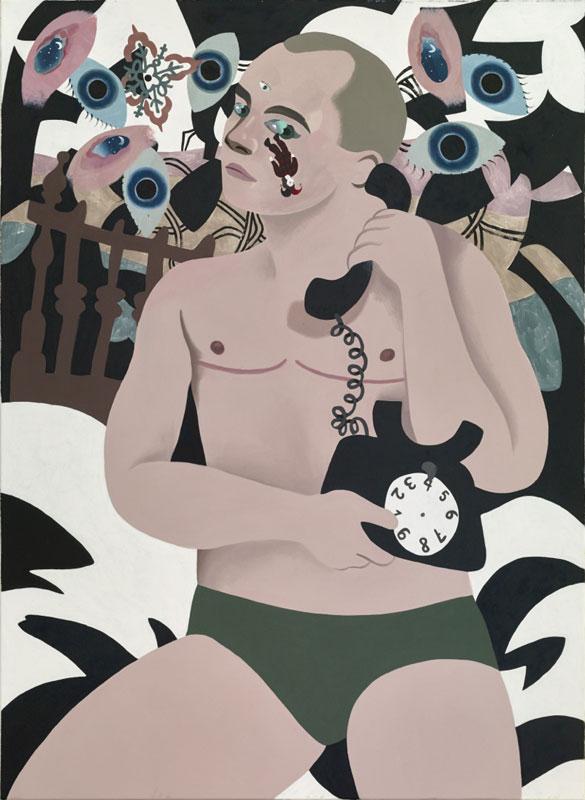 Ein blonder Mann in grüner Unterhose hält ein altmodisches Telefon. Er sitzt vor einem Hintergrund aus Augen und weint eine venezianische Narrenfigur.